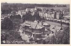 Le Pavillon chinois photographié depuis la Tour japonaise, Bruxelles Laeken, vue datant de la fin des années 1930 ou plus tard. À l'arrière, l'ensemble construit par Louis Tenaerts, à l'angle de le rue De Wand et de l'avenue des Croix du Feu est achevé. (© Collection cartes postales Brussels Art Deco Society)