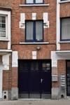 Rue Émile Delva 43, Bruxelles Laeken, porte de garage donnant accès au 43A (photo ARCHistory/APEB © urban.brussels, photo 2018)