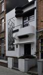 Rue de la Seconde Reine 5, Uccle, la façade en harmonie de blanc et noir (© ARCHistory/APEB, 2020)