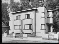 Square du Castel Fleuri 17 et 15, Watermael-Boitsfort, vers 1935 (Coll. CIVA/AAM, Brussels - W.Kessels © 2019, SOFAM).