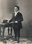 Louis Tenaerts enfant, probablement au moment de sa communion solennelle, vers 1910 (© Collection Kovarski-Paquet)