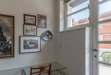 Rue de la Seconde Reine 5, Uccle, bureau et vue sur balcon premier étage (© P. Catala, photo 2020)