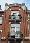 Rue Louis Wittouck 45, Bruxelles Laeken, étages supérieurs de la travée principale de la façade (© C. Dubois, photo 2020)