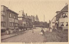 Square du Castel Fleuri, Watermael-Boitsfort, après 1935. À gauche, au premier plan, les 17 à 13 et, à droite, les 14 et 12, dus à Louis Tenaerts (© Collection cartes postales Brussels Art Deco Society).