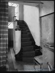 Rue de la Seconde Reine 5, Uccle, escalier, photo d'époque (Coll.CIVA/AAM, Brussels - W.Kessels © 2019, SOFAM) <a href='https://kessels.ideesculture.fr/index.php/Detail/objects/2123/lang/nl_NL' target=_blank>Plus d'informations à propos de cette photo</a>