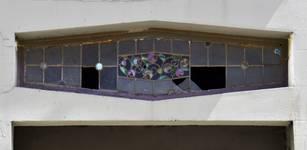 Rue Émile Wauters 119, Bruxelles Laeken, imposte garnie de vitraux de la porte de garage (photo ARCHistory/APEB © urban.brussels, photo 2018)