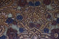 Place de la Grotte 5, Jette, salle à manger, détail du papier peint imitation cuir de Cordoue (© ARCHistory/APEB, photo 2020)