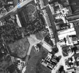 Vue aérienne des alentours de la place de la Grotte, vers 1935. Au centre, isolé, le 5 place de la Grotte (© bruciel.brussels)