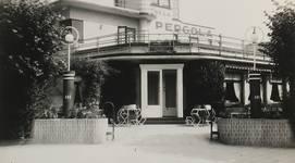 Ancien café-restaurant Au Solarium du Parc, devenu Auberge de la Pergola, avenue des Pagodes 445, Bruxelles Laeken, entrée, photo de 1955, AVB/TP 51367